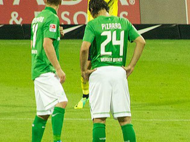 Knee injury relief for Bremen's Pizarro