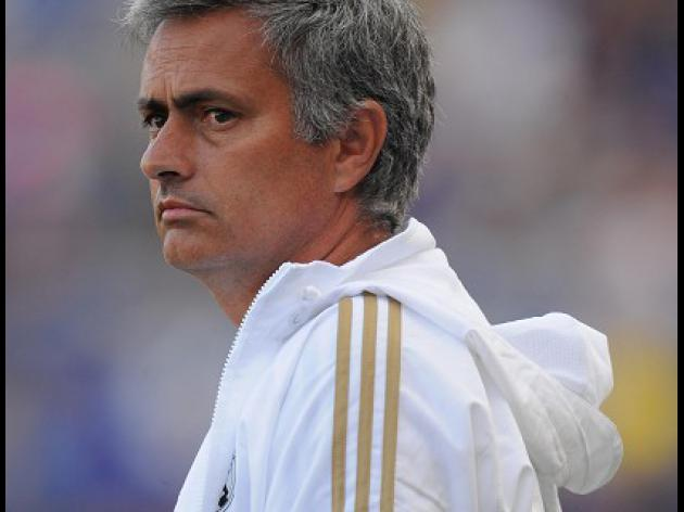 Mourinho extends Bernabeu stay