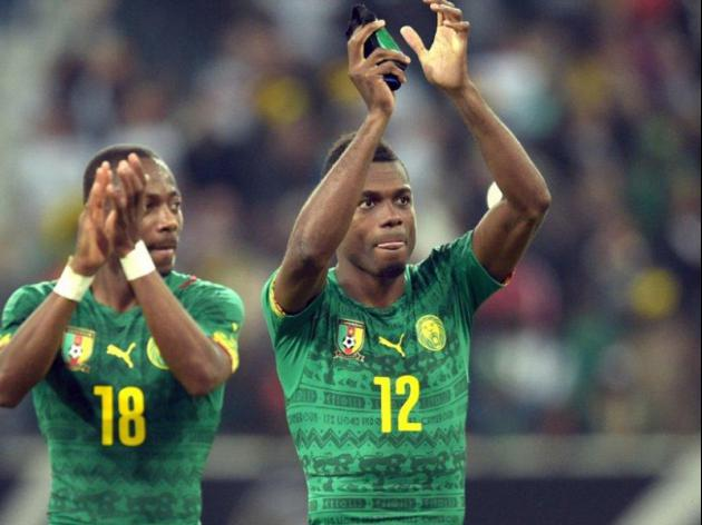 Cameroon delay World Cup flight in bonus wrangle