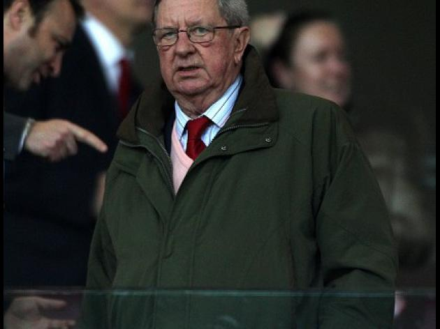 Arsenal chairman Hill-Wood suffers heart attack