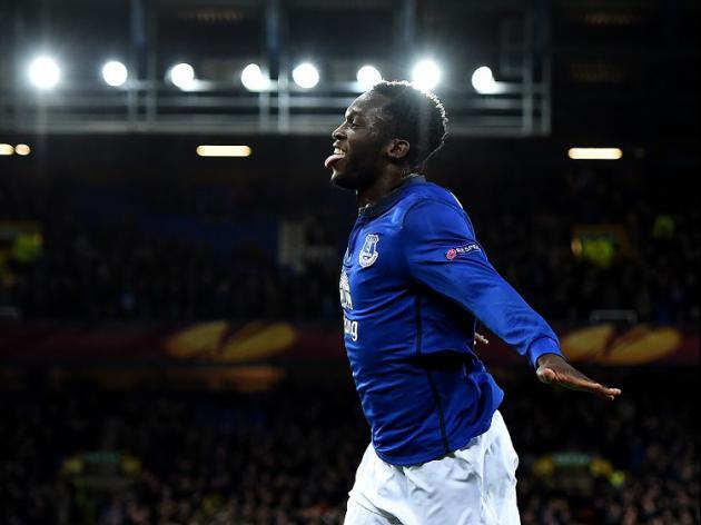 Everton cruise to last 16