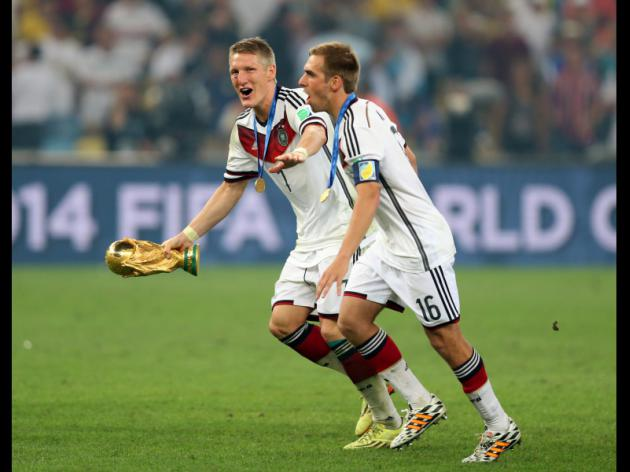 Schweinsteiger tribute to jailed Hoeness after Germany win