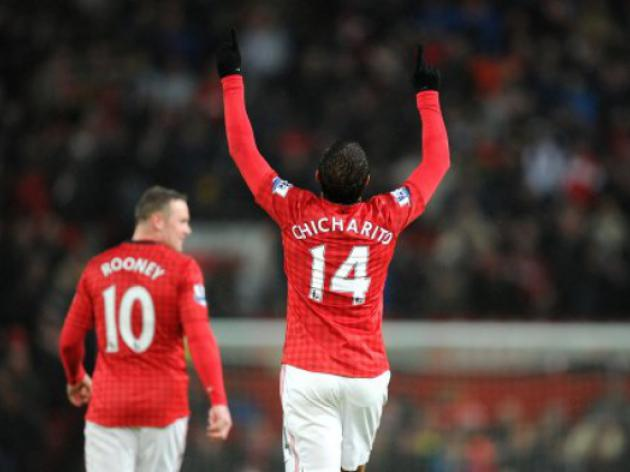Arsenal line up Manchester United's Javier Hernandez