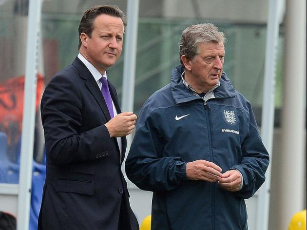 Cameron pays visit to England squad