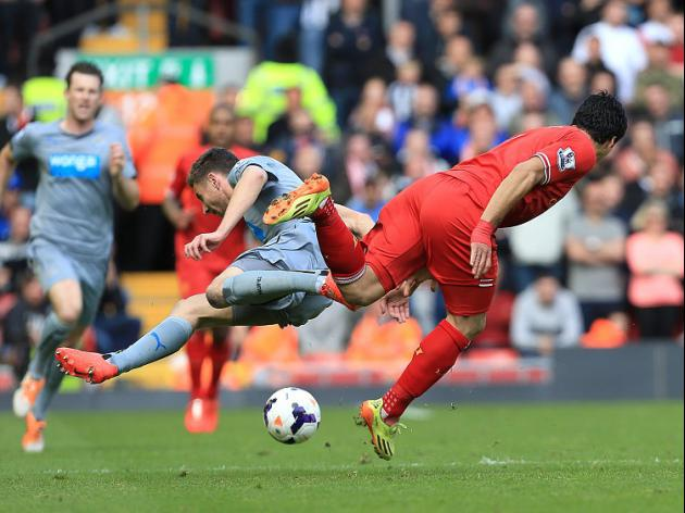Dummett threatened over Suarez blow