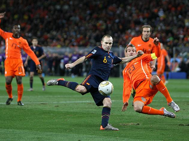 Spain start defence against Holland