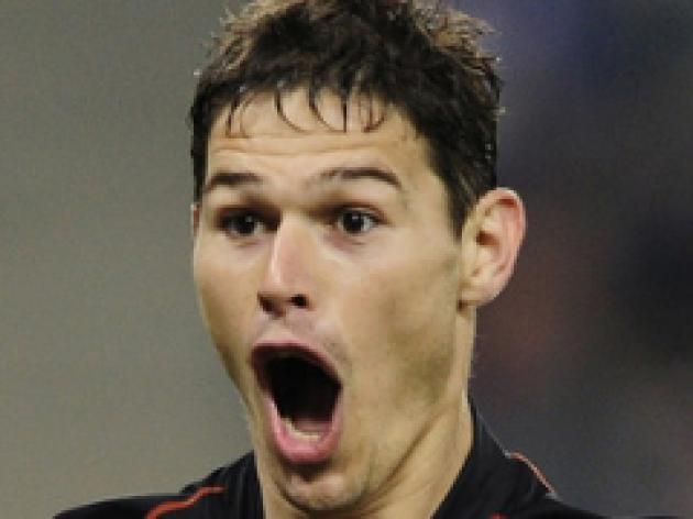 Blues beat rivals to striker Zigic