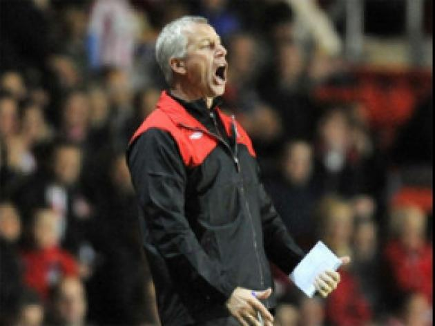 Pardew unhappy with penalty call