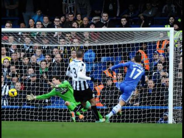 Hazard heroics take Chelsea top