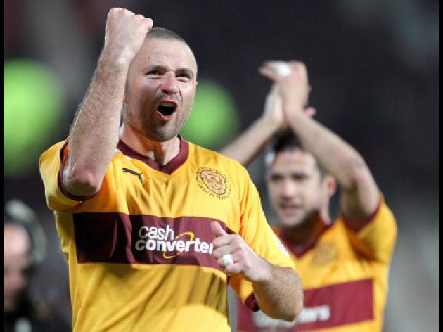 Higdon brace sinks Dundee