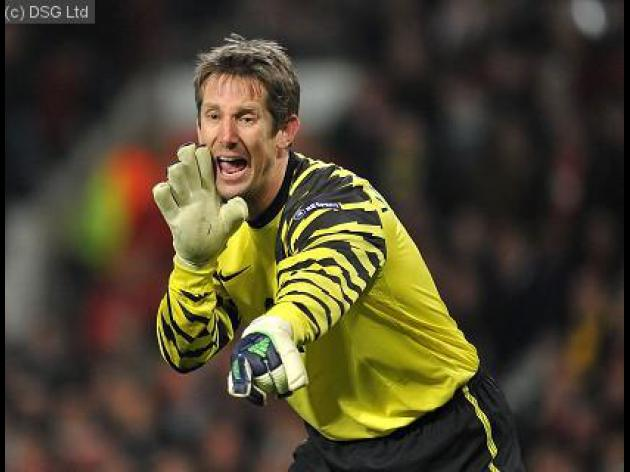 Ferguson backs Van der Sar decision