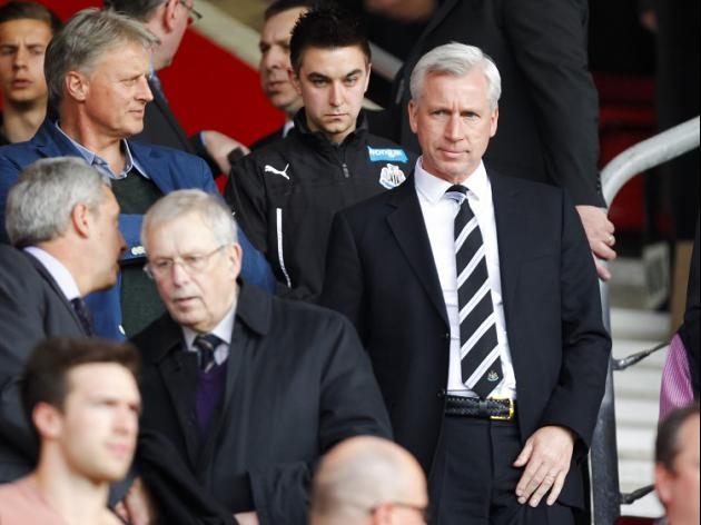 Newcastle V Man Utd at St James' Park : LIVE