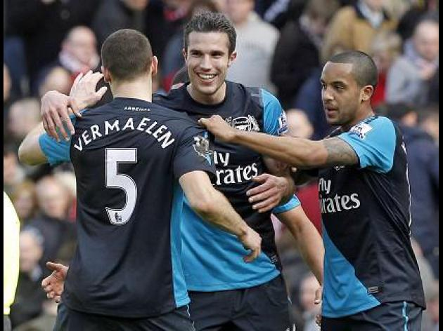 Wenger: Gunners can keep Van Persie