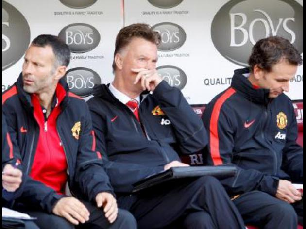 Van Gaal unhappy with United start