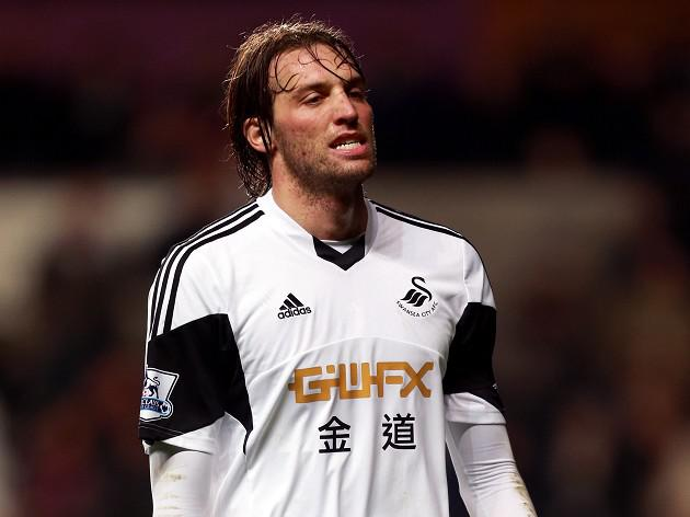 Laudrup won't take risks with Michu
