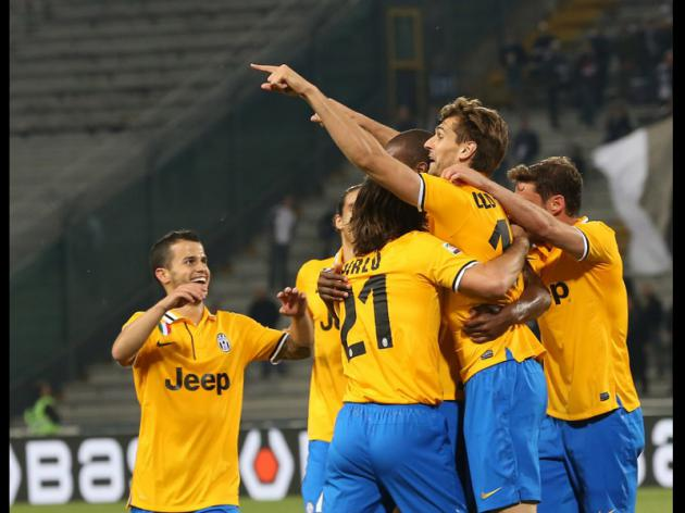 Juve edge closer to scudetto, Roma lick wounds