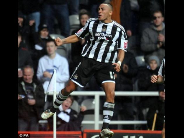 On-loan Man United defender Danny Simpson keen to stay with Newcastle