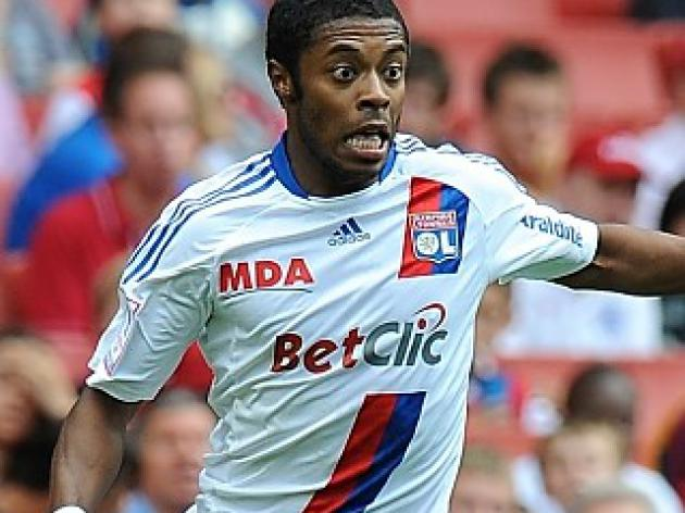 Transfer News - United keen on Michel Bastos; Mourinho wants Zidane back