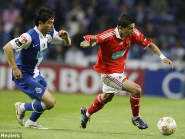 Manchester United step up hunt for Benfica winger Angel di Maria