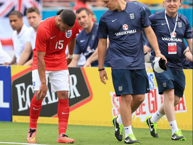 England await word on injured Oxlade-Chamberlain