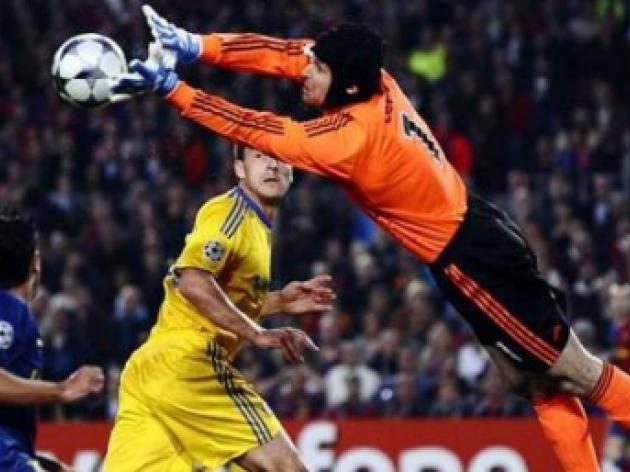 Petr Cech hails defence as Chelsea quell Barcelona