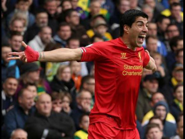 Suarez named Football writers' award winner