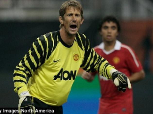 Edwin van der Sar will retire at end of the season, says Manchester United coach