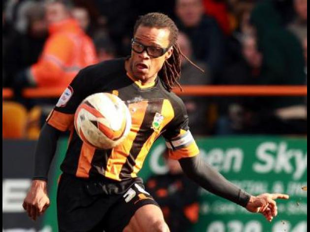 Davids sticking with Barnet despite relegation