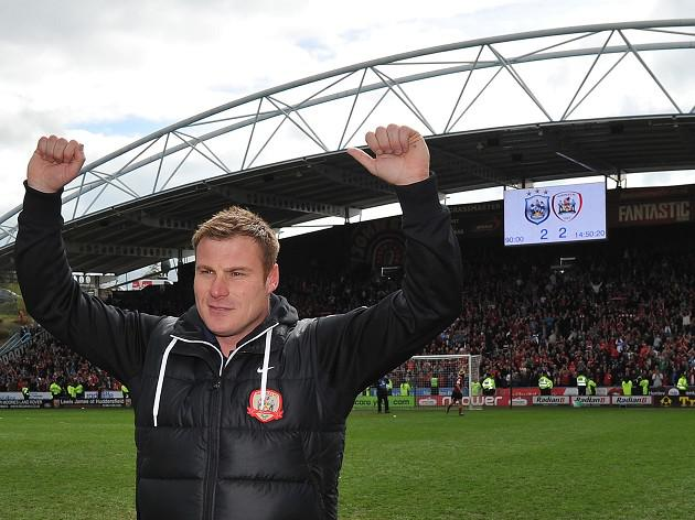 Flitcroft commits to Barnsley