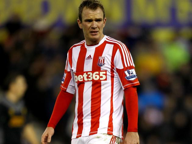Gareth Barry claims 'Glenn Whelan tackle not seen by Webb'