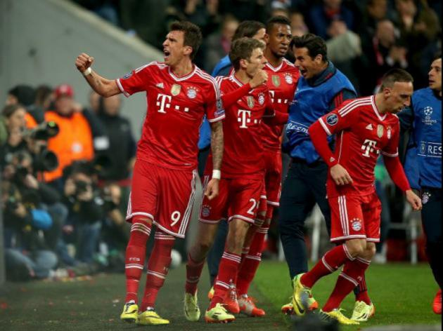Holders Bayern brush aside United to reach semis