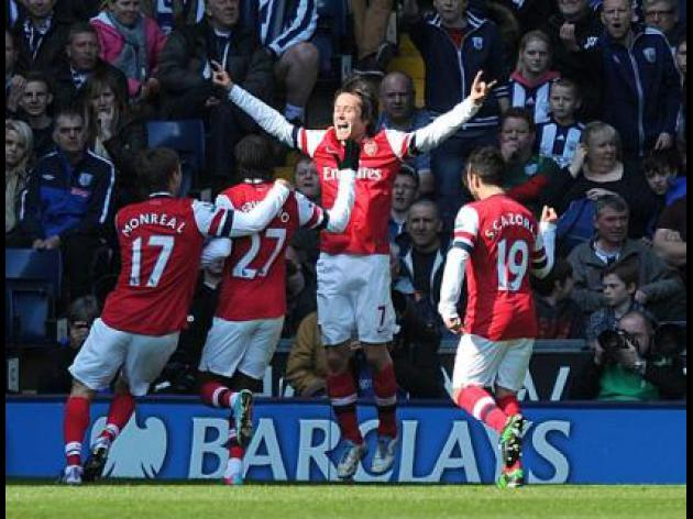 Rosicky brace boosts top four bid
