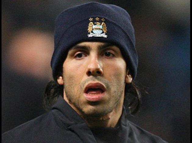 Tevez - Gary Neville is a boot-licker and an idiot
