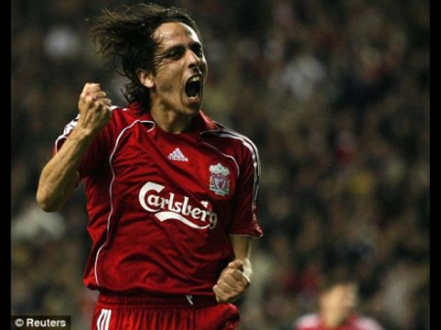 Lokomotiv Moscow out to derail rival bid for Liverpool midfielder Benayoun