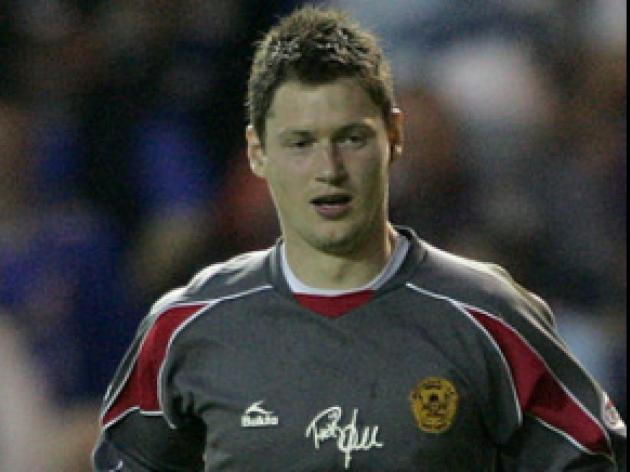 Hibs get their hands on keeper Smith