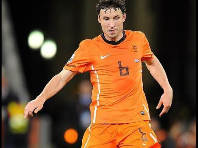 Van Bommel ends career with red card