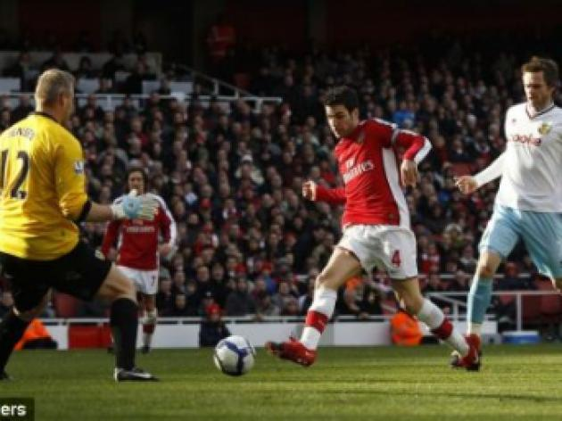 Arsenal must take 'great opportunity' to win the title, insists Fabregas
