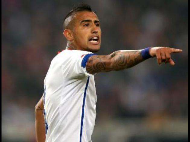 Arturo Vidal's 47m move to Manchester United held up because of Louis van Gaal, claims Chile boss