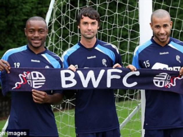 Chris Eagles and Tyrone Mears sign for Bolton