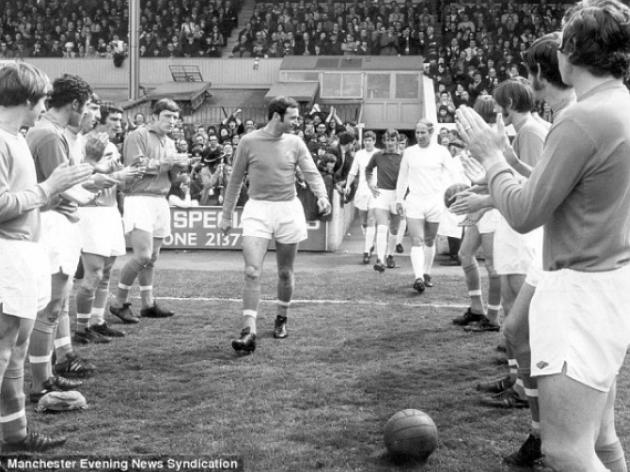 Jimmy Armfield and Bobby Charlton on Blackpool against Manchester United