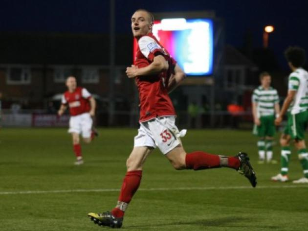 Fleetwood striker Vardy agrees 1m move to Leicester