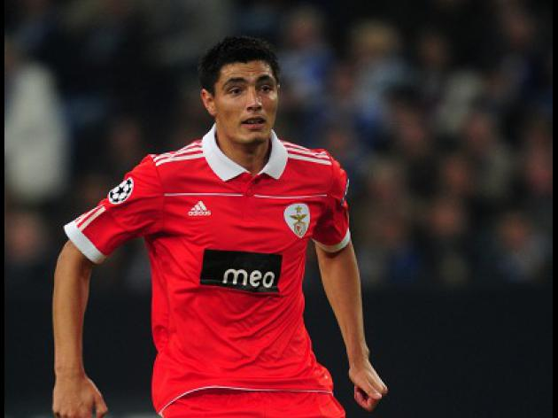 Cardozo claims top spot for Benfica