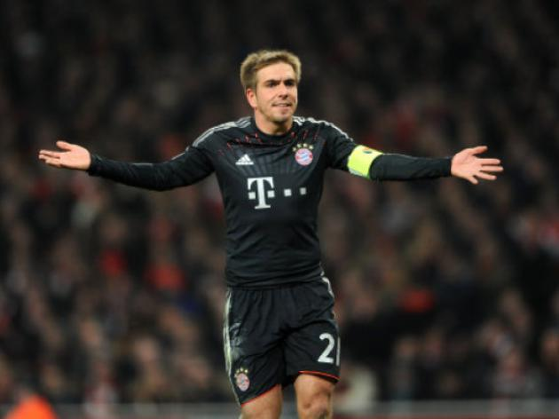 Lahm to present 100,000 euros to Red Cross