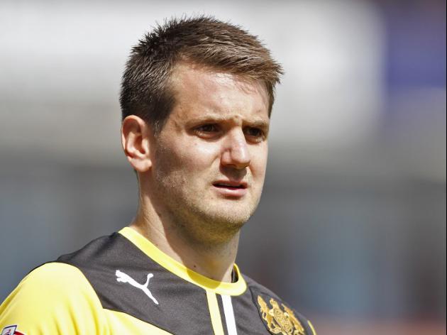 Heaton signs new Burnley deal