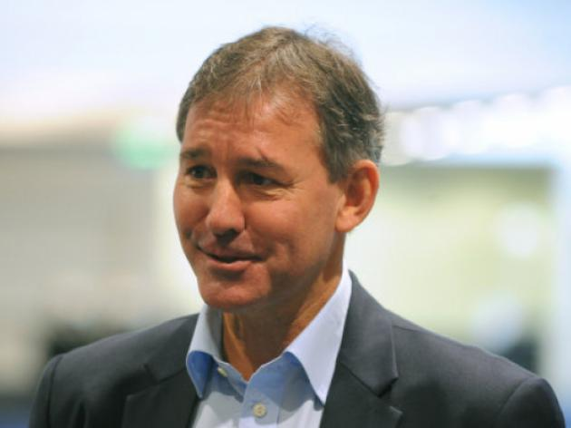 Bryan Robson, John Barnes and David Bernstein reflect on Ferguson's retirement - Video