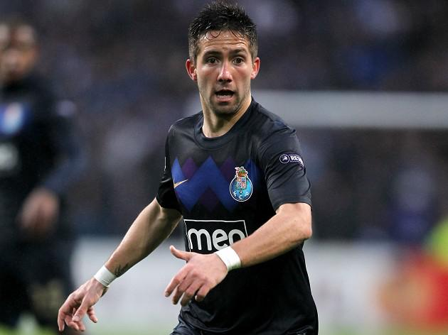 Moutinho on target as Porto take lead