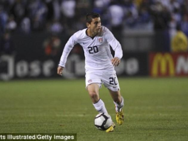 Birmingham offer a week-long trial to American midfielder Alejandro Bedoya