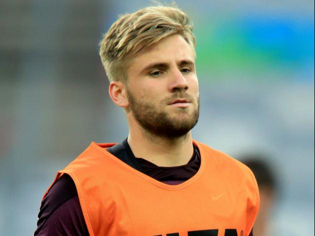 Van Gaal defends Shaw over fitness