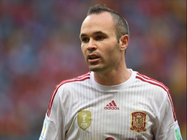Iniesta wins 100th cap as Del Bosque rings changes