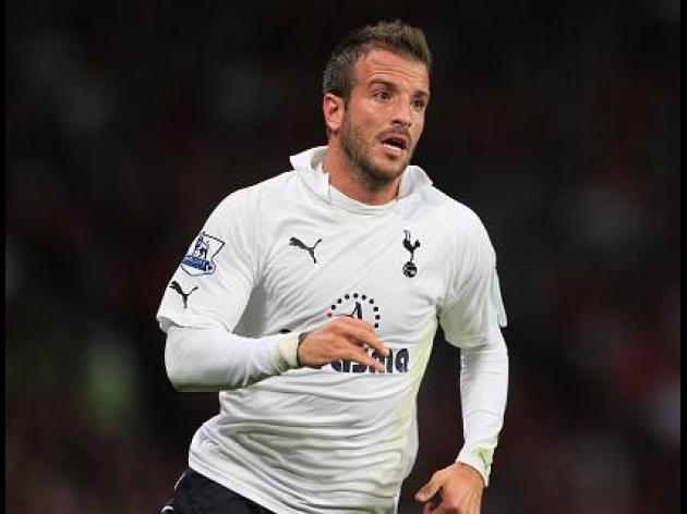Van der Vaart angry at Redknapp over tactical switch